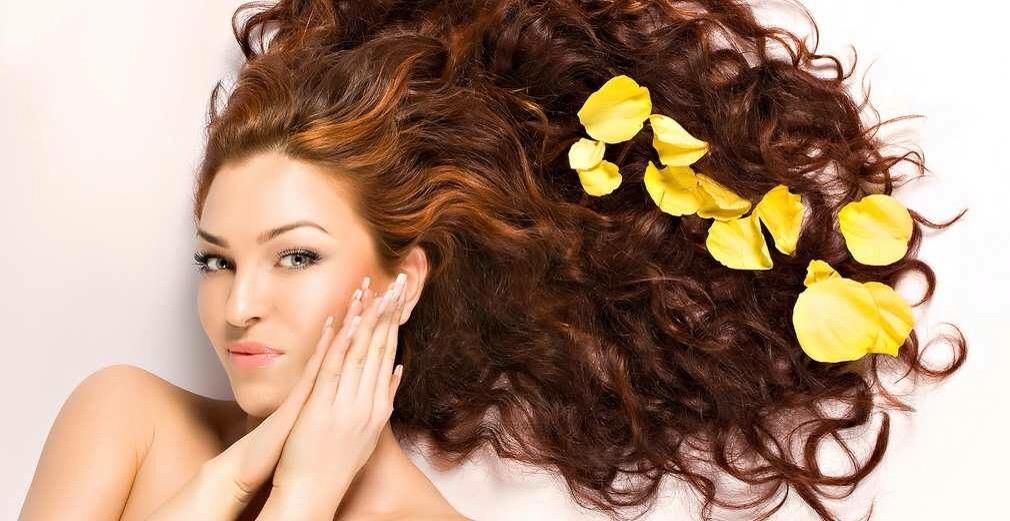 Come curare i nostri capelli durante la calda stagione